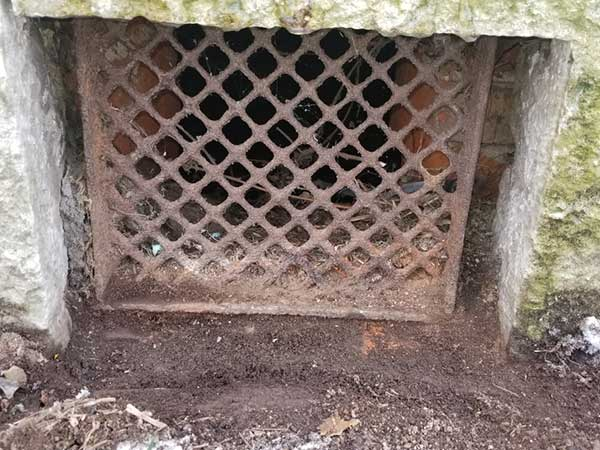 Grate before repair